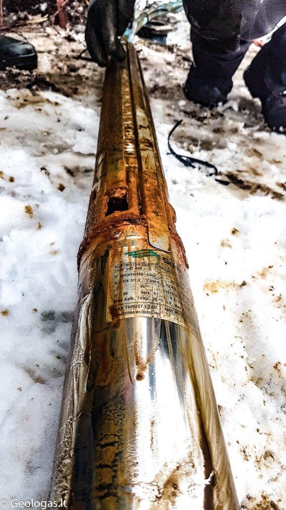 Vandens gręžinio siurblys ištrauktas iš 60 metrų gylio - nebepakelia vandens dėl geležies nuosėdų